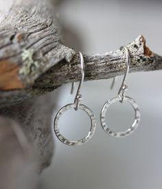 Koruna, korvakorut, hopeakorvakorut, hopeatyöt, hopeakorut, taotut korvakorut, käsintehdyt korut, handmadejewelry, silverjewelry, earrings