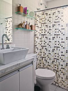 Spa bathroom: discover tips on how to decorate and see 60 ideas - Home Fashion Trend Small Space Bathroom, Bathroom Red, Wood Bathroom, Bathroom Interior, White Bathrooms, Retaining Wall Design, Concrete Retaining Walls, Cortina Box, Family Room Walls