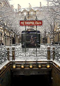 Paris sous la neige metro Solferino