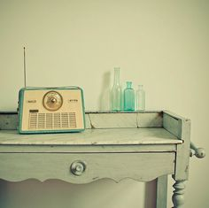 Love this vintage radio