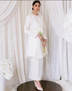 Malay Wedding Dress, Kebaya Wedding, Muslimah Wedding Dress, Muslim Wedding Dresses, Eid Dresses, Dream Wedding Dresses, Wedding Attire, Bridal Dresses, Minimal Wedding Dress