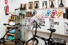 En Casa de Bicis, una de las tiendas-taller de bicis más cucas de Madrid, también tienen la Ossby Curve. En Calle de la Ruda, 8.  Telf: 913 546 564 www.casadebicis.com