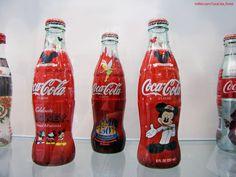 [Coke Bottle 12] #코크보틀하우스 에 전시된 미키마우스 코카-콜라 병! 미키마우스 탄생 75주년을 기념하여 출시했다고 합니다~ 귀여운 미키가 그려진 코카-콜라 병! 코코도 너무 갖고 싶어요!><