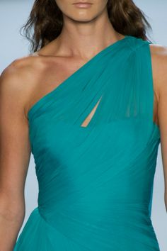Monique Lhuillier Spring 2013 Details love the color Pantone, Color Turquesa, Turquoise Dress, Shades Of Turquoise, Monique Lhuillier, Looks Cool, Playing Dress Up, Fashion Details, Dress To Impress