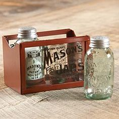 Ok I REALLY want these adorable Mason jar salt and pepper shakers!