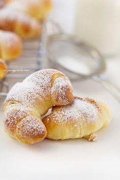 10 g drożdży suchych lub 20 g drożdży Croissants, Tasty Pastry, Doughnut, Rolls, Lunch, Bread, Pains, Cooking, Breakfast