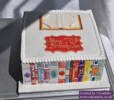 A neat way to turn a square cake into a bookshelf!