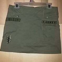 Mini skirt used but it still in excellent condition Skirts Mini