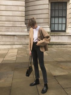 Minimal Outfit, Minimal Fashion, Fall Winter Outfits, Autumn Winter Fashion, Black Loafers Outfit, Loafers With Socks, Loafer Socks, Pretty Outfits, Cute Outfits