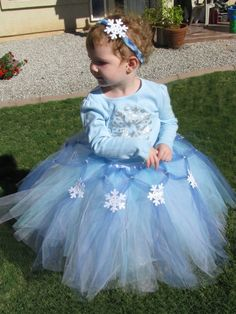 Winter Wonderland Christmas Tutu and Headband LOOK at the ribbon detail holding the snowflakes