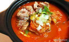 How to make Kimchi Stew with Pork, Traditional Kimchi-jjigae Recipe | Crazy Korean Cooking