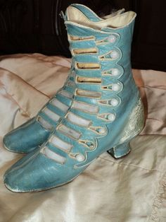 Rare Robins Egg blue High boot Victoian ca Milk glass buttons Museum deaccession ON HOLD Victorian Shoes, Victorian Fashion, Vintage Fashion, Victorian Ladies, 1930s Fashion, Victorian Era, Vintage Outfits, Vintage Shoes, Vintage Purses