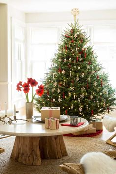 grand sapin de Noel artificiel decoration rouge blanc lumieres #christmastree #natural #ideas #Noël