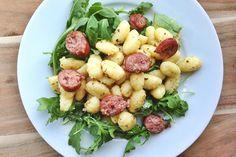 Culy Homemade: gnocchi met beurre noisette, salie en worst - Culy.nl
