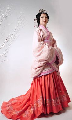 Ancient Chinese Han Dynasty Clothing for Women :: Full skirt for the win