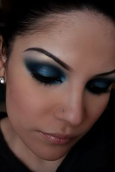 Make-up Artist Me!: midnight blue smokey eye