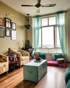 36 Perfect Indian Home Decor Ideas For Your Ordinary Home - Trendehouse Charming Indian Decor Ideas For Home Indian Home Interior, Indian Interiors, Indian Home Decor, Home Interior Design, Home Design, Interior Decorating, Indian Bedroom Decor, Indian Decoration, Design Homes
