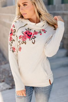 Silver Embroidered Top with Self Tie Neck and Long bubble Sleeves. Pretty Shirts, Stripes Fashion, Embroidered Clothes, Floral Fashion, Sweater Hoodie, Black Tops, Black And White, Ideias Fashion, Floral Tops