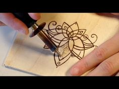 Tutorial for pyrography! Do's & Dont's Tutorial for pyrography! Best Wood Burning Tool, Wood Burning Crafts, Wood Burning Patterns, Wood Burning Art, Burning Wood With Electricity, Wood Burning Techniques, Wood Burner, Diy Holz, Wood Creations