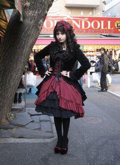 Such cute gothic fashion