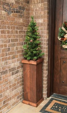 Wood Christmas Tree Stand DIY - could use this as a plant stand and other ideas too Christmas Tree Stand Diy, Xmas Tree Stands, Wood Christmas Tree, Outdoor Christmas, Christmas Tree Decorations, Christmas Crafts, Christmas Ornaments, Christmas Ideas, Christmas Porch