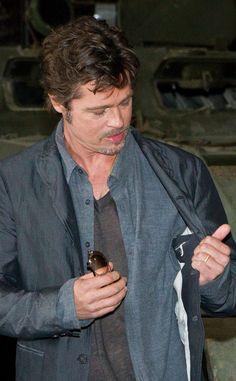 Brad Pitt Flashes Wedding Ring?See the Pics!