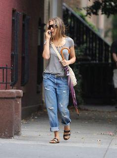 Sara Jessica Parker in Current Elliot Boyfriend Jeans