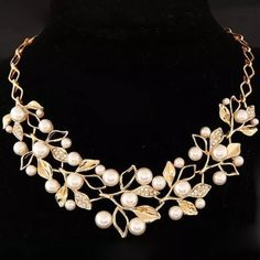 Statement necklace New necklace. Gold toned. Alloy material. It comes with a gif bag Jewelry Necklaces
