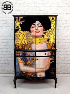 Stunning Upcycled Vintage Large Cocktail Drinks Cabinet with Klimt Artwork Recycled Furniture, Painted Furniture, Cocktail Drinks, Cocktails, Drinks Cabinet, Furniture Making, Furniture Ideas, Restaurant Tables, Klimt