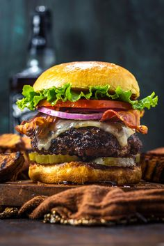 Jack Daniels Burgers - Host The ToastYou can find Jack daniels and more on our website.Jack Daniels Burgers - Host The Toast Gourmet Burgers, Burger Recipes, Beef Recipes, Vegetarian Recipes, Cooking Recipes, Cooking Ideas, Whiskey Burger, Backyard Burger, Food Porn