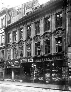 Aufnahme um 1910. Im 18. Jh. war das Haus in Besitz des bayerischen Hofadels und wurde zu einem Palaisbau umgestaltet. © Stadtarchiv Sammlung Grässel.