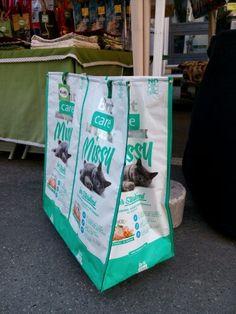 Riciclo sacchi mangime gatto - carrello con ruote #riciclo #gatti #creatività #artigianato #creativity #borse