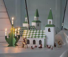 Julkyrkan var mitt bästa julpynt som liten. Jag älskade när mamma ställde fram den på den låga kistan i vardagsrummet med alla tomtar och halmbockar och allting. Jag har inte haft någon egen...