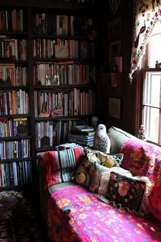 This looks like what I envision Mrs. Weasleys reading room would look like. :)