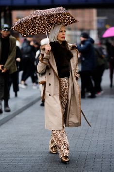 winter outfits new york Street Style at New York Fashion Week - New York Fashion Week Street Style Fall 2018 New York Fashion Week Street Style, Autumn Street Style, Cool Street Fashion, Street Style Women, Fashion Fall, Rain Fashion, Fashion 2018, Street Styles, Runway Fashion