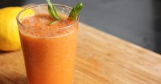 Necesitamos   150 gramos de zanahoria  3 naranjas peladas sin parte blanca ni pepitas  1 pera pelada  20 gramos de zumo de limón  1-2 c...
