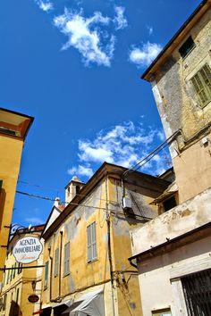 Riva Ligure (IM), Piazza Matteotti, scorcio dell'Oratorio di S. Giovanni Battista