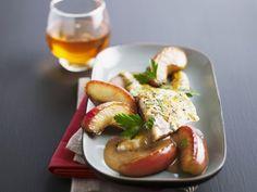 Goldbrasse mit Apfelspalten und Apfelweinsoße ist ein Rezept mit frischen Zutaten aus der Kategorie Kernobst. Probieren Sie dieses und weitere Rezepte von EAT SMARTER!