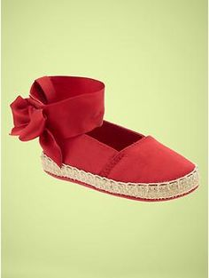 Just take a look at these ankle strap espadrilles from baby gap! Awwww!!!