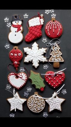 These Christmas cookies are amazing! For all your Christmas cake decorating supplies, please visit w. Christmas Biscuits, Christmas Tree Cookies, Christmas Sweets, Christmas Cooking, Noel Christmas, Christmas Goodies, Holiday Cookies, Christmas Decorations, Gingerbread Cookies