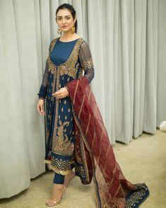 Party Wear Indian Dresses, Pakistani Fashion Party Wear, Designer Party Wear Dresses, Dress Indian Style, Indian Designer Outfits, Indian Fashion, Simple Pakistani Dresses, Pakistani Bridal Dresses, Pakistani Dress Design