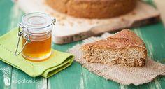 Questa torta al miele è un dolce energetico per una colazione adatta ad iniziare al meglio la giornata di lavoro