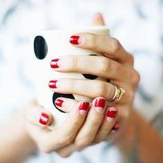 Comment je suis en kiffe sur mes 10 doigts... Manucure de la rentrée ! #simone #ilenfautpeu #nailart #redisred