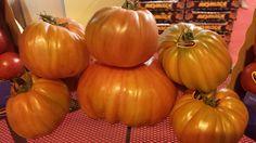 El tomate Corazón de Buey, recibe su nombre por su intenso color, por su forma ya que pueden llegar a pesar entre 300 y 500 gramos y por su sabor. ¿A qué estas esperando para probarlos? Encuentralos en Hermanos Montes.