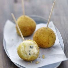 Croquettes au Bresse Bleu Plus Finger Food Appetizers, Yummy Appetizers, Appetizer Recipes, Tapas, Fingers Food, Appetizer Buffet, Les Croquettes, Snacks Für Party, Food Inspiration