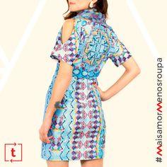 """E o próximo item da coleção #MaisAmorMenosRoupa é...o vestido """"As Férias de Kandinsky"""", criação do @estudioabelha, disponível no tamanho M. ✨ Para pegá-lo emprestado, basta ser o primeiro a comentar nesse post usando a hashtag #MaisAmorMenosRoupa. Valendo!  Mais info em http://www.trocaria.com.br/mais-amor-menos-roupa"""