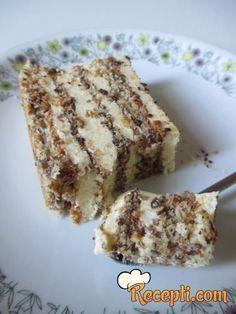 Recept za Belu jevrejsku tortu. Za spremanje torte neophodno je pripremiti belanca, šećer, lešnik, keks, puding, belu čokoladu, maslac.