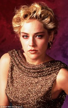 Sharon Stone in Basic Instinct. Hollywood Glamour, Hollywood Stars, Hollywood Actresses, Actors & Actresses, Beautiful Celebrities, Beautiful Actresses, Basic Instinkt, Sharon Stone Photos, Stone Pictures