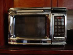 Tips for Cleaning Microwave Ovens Cleaning Microwave With Lemon, Microwave Oven, Lemon Bowl, Clean House, Housekeeping, Cleaning Hacks, Cleaning Products, Family Meals, Waves