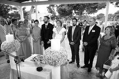 """Η Ράνια και ο Στέλιος παντρεύτηκαν στο όμορφο γραφικό εκκλησάκι του Αγίου Δημητρίου στον καταπράσινο χώρο του Γκολφ Γλυφάδας. Η συμβουλή της Ράνιας: """"Να μη Greek Wedding, Summer Wedding, Athens, Wedding Planner, Romantic, Weddings, Party, Mariage, Grecian Wedding"""
